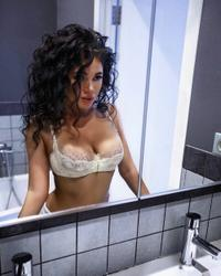 http://img249.imagevenue.com/loc232/th_878745875_Vika_Mirror_122_232lo.jpg