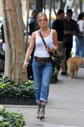 http://img249.imagevenue.com/loc439/th_738442325_284414299_jenniferaniston_nyc_280911_004_122_1_122_439lo.jpg