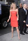 http://img249.imagevenue.com/loc5/th_64873_JenniferAniston2011_05_05_arrivingatSephorainNewYorkCity3_122_5lo.jpg