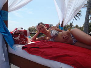 http://img249.imagevenue.com/loc9/th_068780532_my_gf_cancun_15_123_9lo.jpg